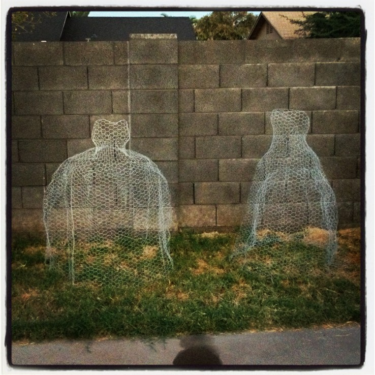 DIY Ghostly Ladies for the Yard - Chicken Wire Ghosts