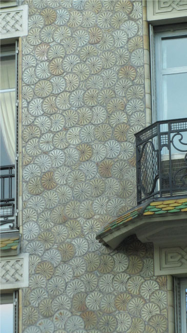 Pattern-in-Architecture---Paris-Streets---FINDS-Blog---Emi-Marie---Illustration+Design